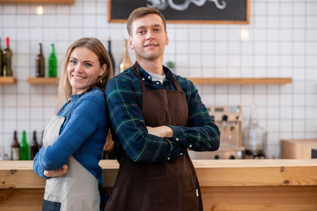カフェを経営する二人組