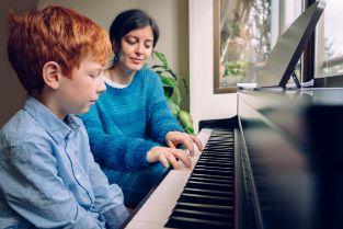 ピアノ 講師 月収
