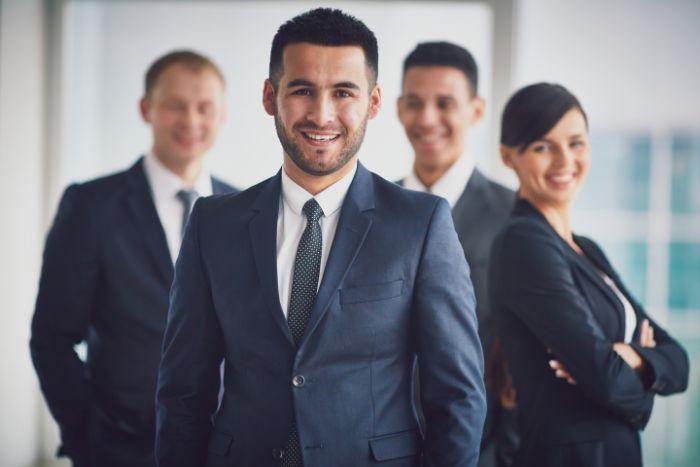 【鈴與に転職するためには】社員に聞く!鈴與の年収水準や労働環境