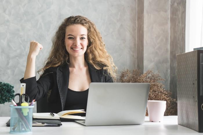 営業職は志望動機で決まる?新卒や転職者にオススメの作成方法をご紹介