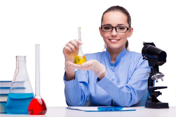 【研究職の仕事内容】研究職の仕事や研究分野の例などについてご紹介