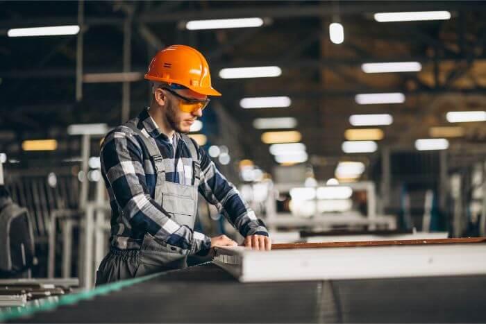 【大卒で工場勤務】高卒と年収は違うのか・転職の方法についても解説