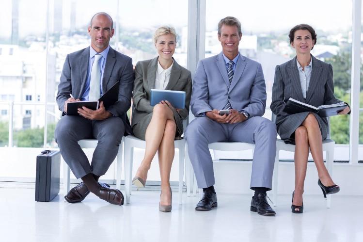 【女性の転職活動】面接での服装はやっぱりスーツ?の画像