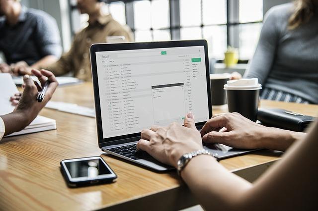履歴書をメールに添付して送付する方法 マナー・PDFの添付方法も解説