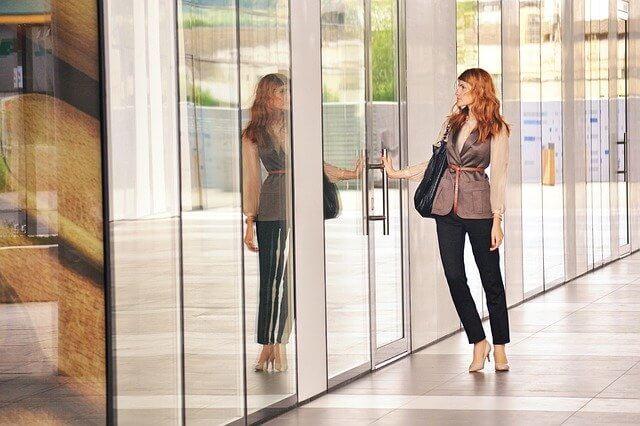 転職面接の入室・退室マナー|第一印象で加点される方法と挨拶の流れ
